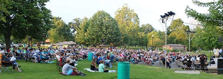 Miller-Park-Summer-Theater-Crowd